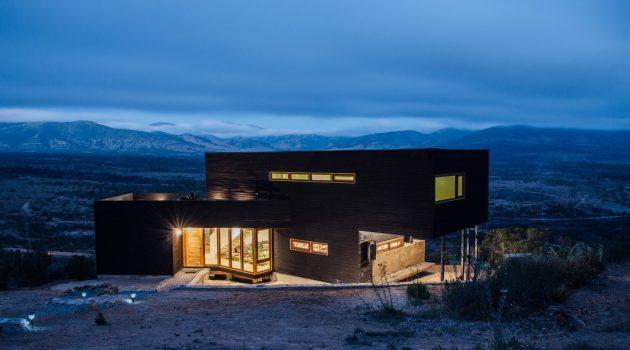 Los Molles House by Thomas Lowenstein in La Ligua, Chile