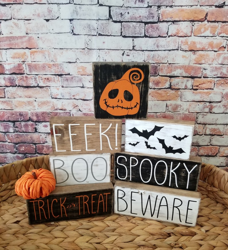 16 Scary Halloween Sign Designs You Need To Put Up
