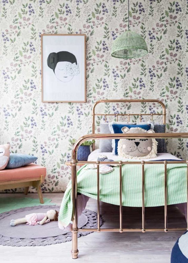 9 Soft And Dreamy Wallpapers For Women's Room