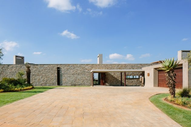 Spine Wall House by Drew Architects in Johannesburg, South Africa